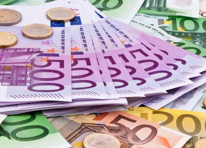 اليورو يهبط قبل قرار الاتحاد الأوروبي بشأن ميزانية إيطاليا