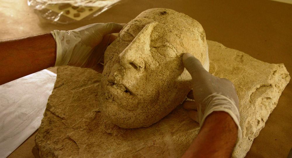 العثور على قناع حجري يبلغ من العمر 9000 عام في الضفة الغربية