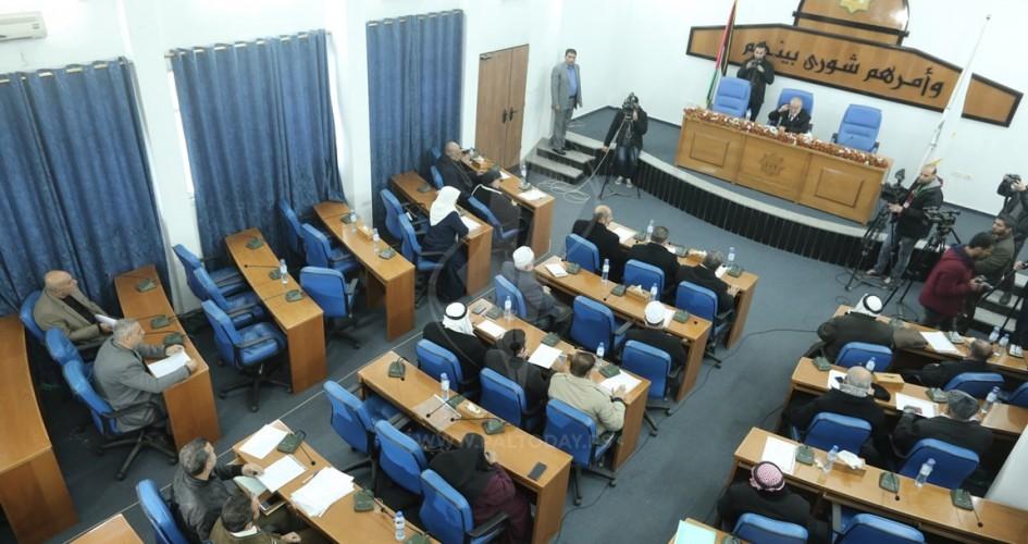 بعد تقرير اللجنة السياسية الاغلبية التشريعية بغزة تنزع الأهلية السياسية عن عباس
