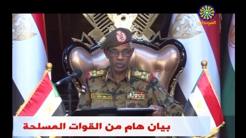 """الجيش السوداني يعلن """"اقتلاع"""" نظام البشير واحتجازه """"في مكان آمن"""""""