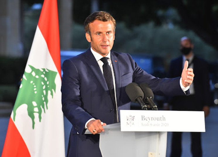 macron-in-lebanon-pins